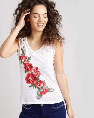 Roses are an embroidery favourite and Sissy Boy offers it on itsLinen With Ladder Lace Insets Top. This linen piece is designed for a slim fit, in an off-white hue and is complemented with a floral applique on the front. Try yours tucked into high-rise jeans and accented by white ankle boots.