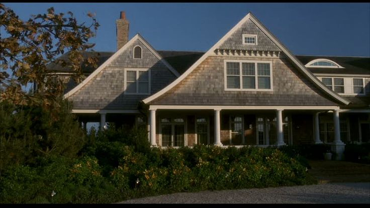 17 best ideas about hamptons beach houses on pinterest for Beach house description