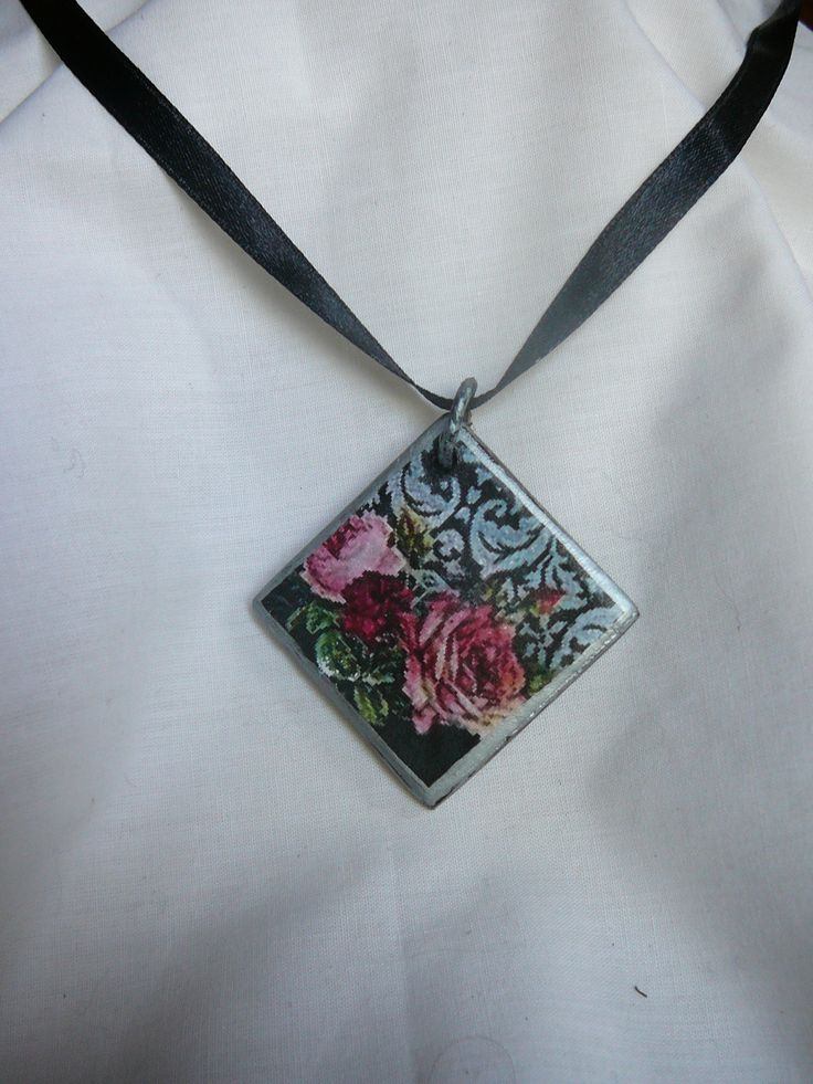 vintage roses necklace