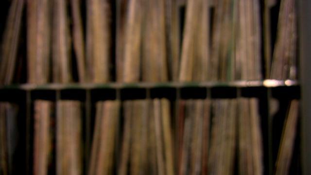 """Em homenagem aos 80 anos do bloco de carnaval Batutas de São José, a banda Babi Jaques & Os Sicilianos convida o Maestro Spok para fazer uma nova versão do """"Hino de Batutas"""" e investigar um pouco da evolução musical do frevo.    Direção e Roteiro: Wilson Freire  Direção de Fotografia e Montagem: Thiago Lira  Produção: Bárbara Jaques, Alexandre Barros e Lasserre  Arranjos: Babi Jaques e Os Sicilianos e Maestro Spok"""