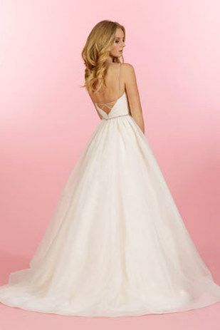 Go a little ~retro~ and tuck away a disposable camera. | 21 Perfect Wedding Dresses With Pockets