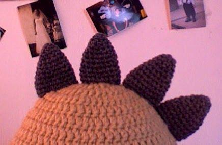 Patron de Gorro de Dinosaurio a crochet o ganchillo, super original y a los niños les encanta.
