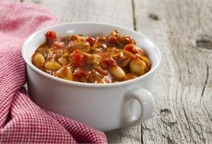 Gulasz z fasolą / Goulash with beans - łopatka wieprzowa, marchew, cebula, seler naciowy i biała fasola.