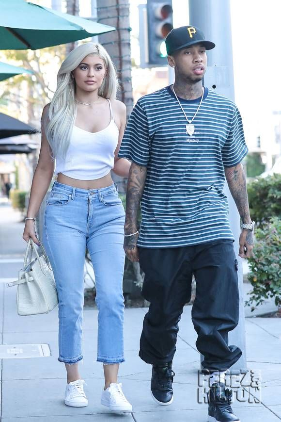 Kylie Jenner & Tyga Enjoy A Cute Lunch Date As They Show Support For Hillary Clinton!