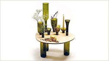 Fabricada con botellas de vidrio y madera reutilizada