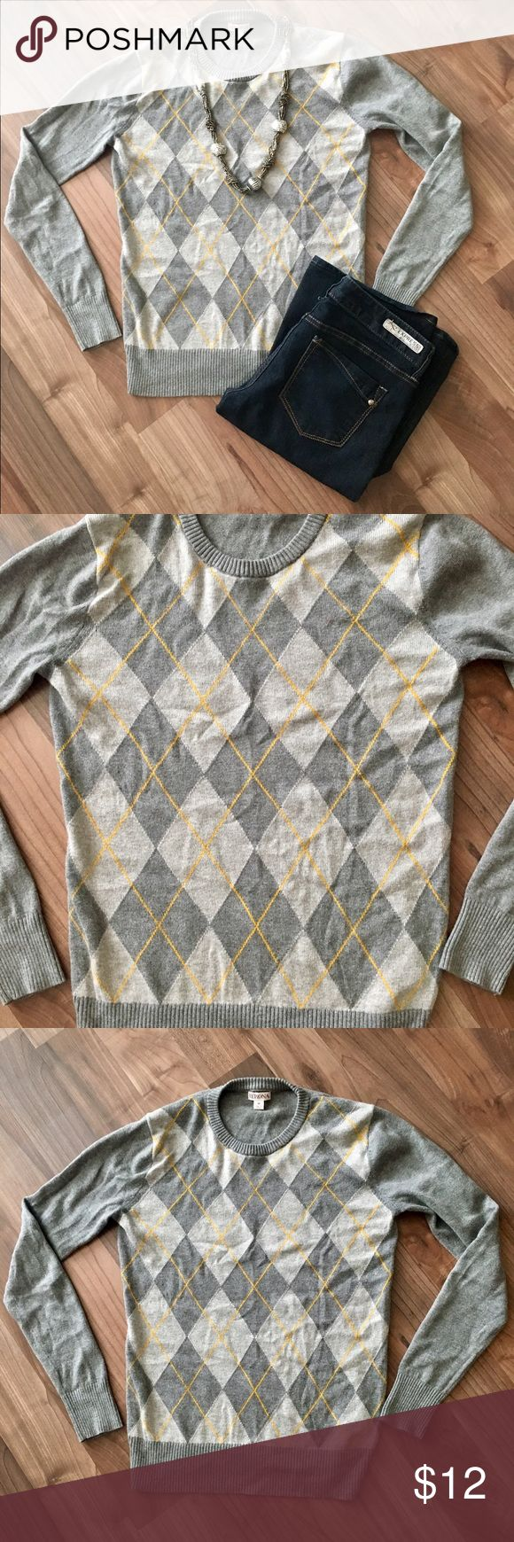 Size M Argyle Sweater Merona sweater only worn once. Beautiful argyle pattern with splash of yellow for color. All accessories shown are also available, so check out my closet! 15% off bundle with purchase of two or more items. ♥️ Merona Sweaters Crew & Scoop Necks