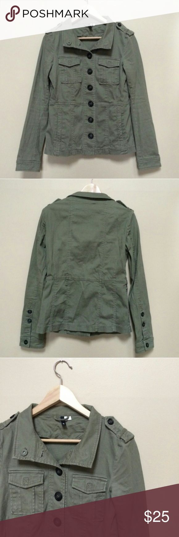 Hunter Green Military Jacket Army green military jacket from H&M Buttons down front and on sleeves Two breast pockets Collar that snaps at top Excellent condition, no flaws  Accepting most reasonable offers! H&M Jackets & Coats