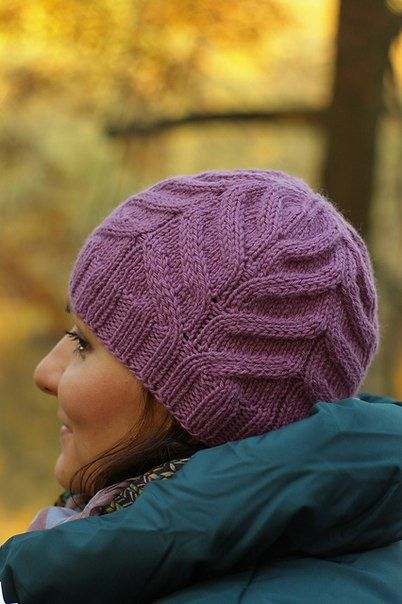Шапочка рельефным узором вязаная спицами .Женская шапка аранам со схемой   Домоводство для всей семьи.