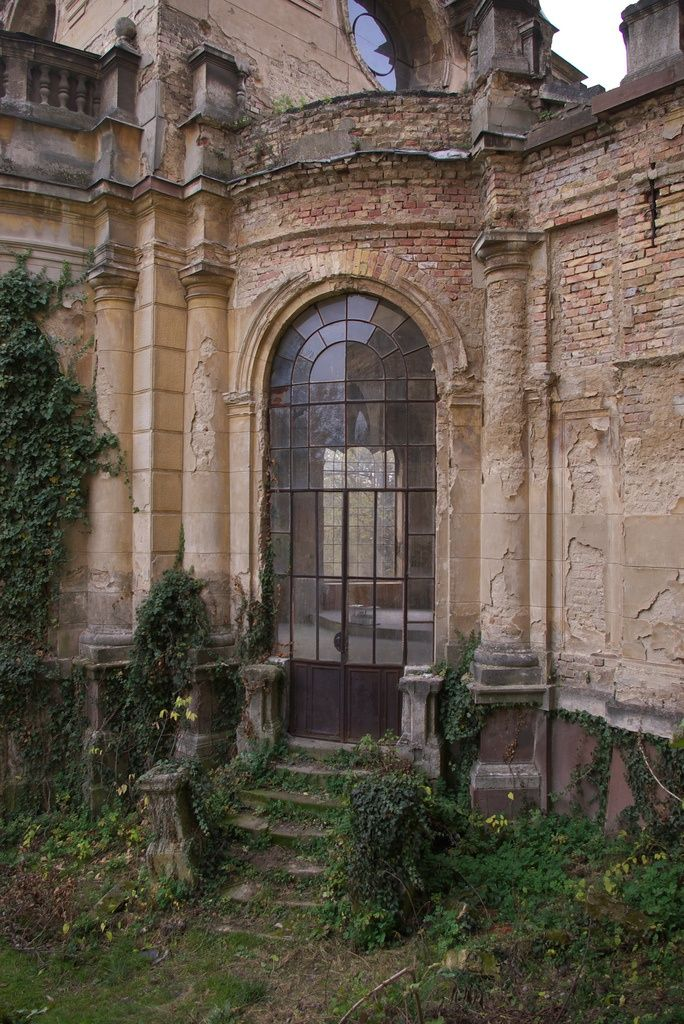 """Previous Pinner: """"Would love to buy and restore a place like this"""" I will go in with you to restore."""