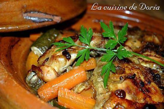 La meilleure recette de Tajine de poulet aux légumes! L'essayer, c'est l'adopter! 4.4/5 (23 votes), 73 Commentaires. Ingrédients: - 3 cuisses de poulet - 1 oignon - 7 carottes - 1 courgette - 60g de raisins secs - 20cl de bouillon de volaille - 1/2 cc de canelle - 1/2 cc de graines de cumin - 1/2 cc de curcuma - 1 cc de graines de coraindre - 1 cc de ras-al-hanout