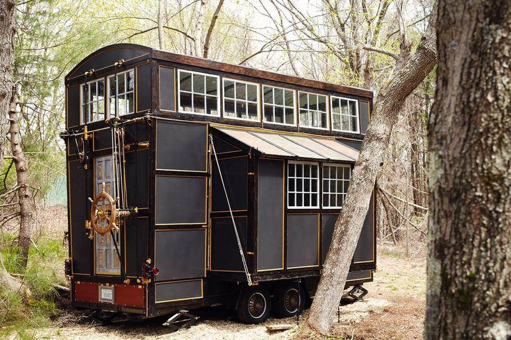 Εμπνευσμένο από καραβάνια, πλοία και παλιά τρένα αυτό το μικρό σπίτι χτίστηκε στο χέρι και στοίχισε μόνο 20.000 δολάρια ...