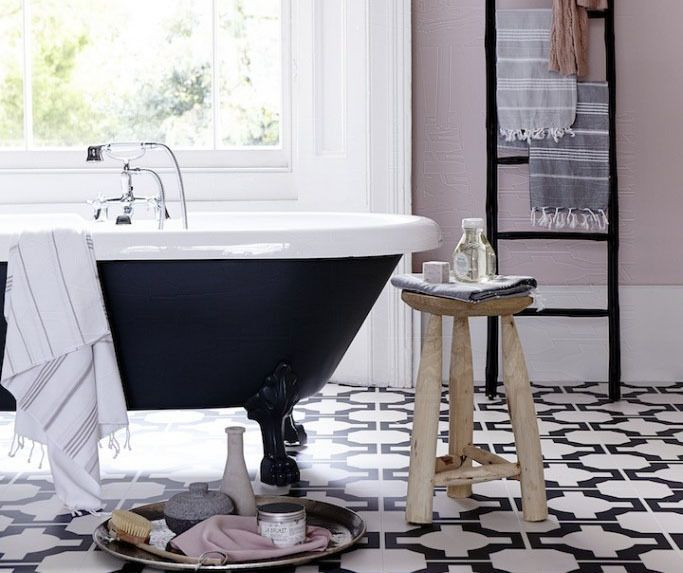 des murs roses pour une salle de bain chaleureuse dont on ne voudra plus sortir ebay d co. Black Bedroom Furniture Sets. Home Design Ideas