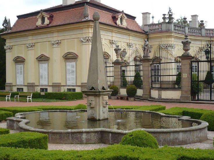 Zamek_Buchlovice_-_kašna.Buchlovice Castle, Czech Republic