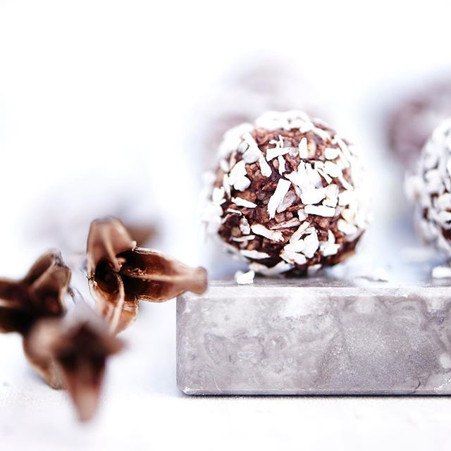 I have a sweet tooth... So Christmas is a dangerous time... Homemade oatmeal balls with #chocolate and #coconut🎄#christmasgoodies #christmas #jul  #studio #work #stilllife #homemade #photography #foodphoto #foodstyling #photostyling #photooftheday #tasty  #instabake #f52grams #feedfeed #photographer #foodphotography #Food #foodphotoaday #foodshare #foodpics #foodstagram #foodphoto #sweets #winter #foodlover #beautifulcuisines #sweettootht