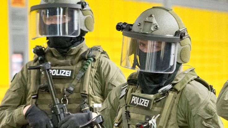 Mehrere Menschen festgenommen: Razzia gegen Rechtsterroristen in Freital