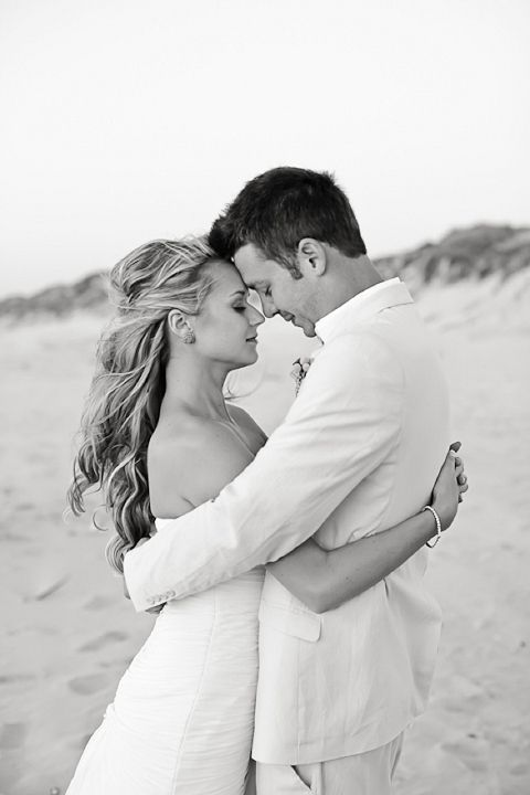 Beach chic wedding  Photography: Catherine Mac love this shot!
