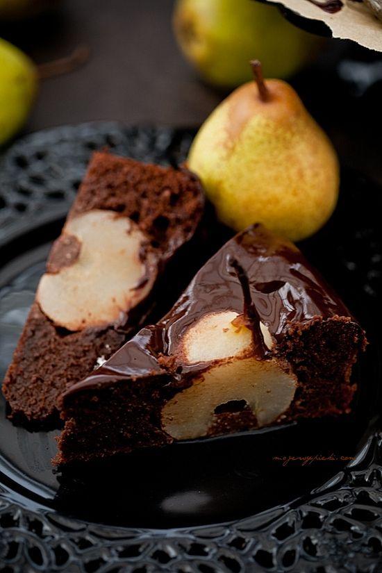 Ciasto czekoladowo - migdałowe z gruszkami