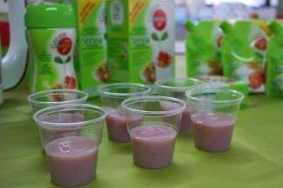 Green Canderel stevia smoothieohje: 0,5 l Pirkan Luonnonjogurttia 200 g Pirkka pakastepuolukoita Kourallinen Pirkka pakastemansikoita 1 dl Pirkka kivennäisvettä 2-3 rkl Green Canderel Steviaa makeuttamiseen.  Tosi hyvää, kannattaa kokeilla!