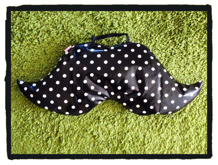 #snor hoofdkussen, handig voor #strand of #festival! Vormt zich naar je hoofd, en makkelijk afneembaar. Met hengsel om makkelijk mee te nemen of aan je tas te hangen! Nu verkrijgbaar op stiksels.com