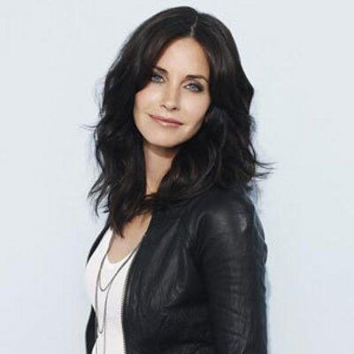 "Courteney Cox on Twitter: ""@alwayscourteney @coxoholica @mooreandcox Hi guys! ❤️❤️"""