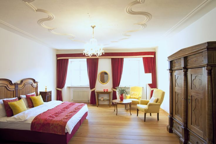 Luxury double room Nr. 18  Unique, exclusive and spacious: The Prince's room with baroque ceiling fresco, the Rose Garden room the Tower room with own roof terrace and a spectacular round view. Noble holidays at the Sonnenburg.