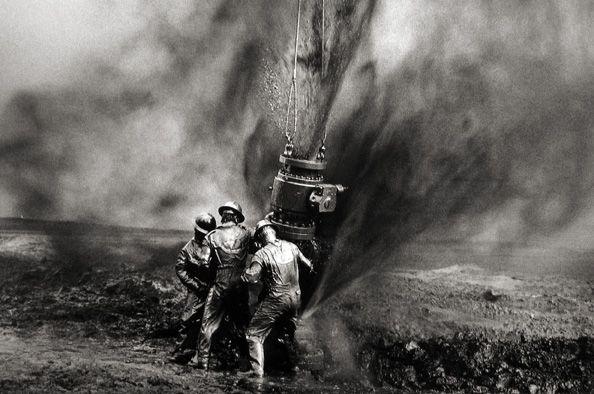 Sebastiao Salgado Capping a well head, Greater Burhan Oil Field, Kuwait 1991 Gelatin silver print