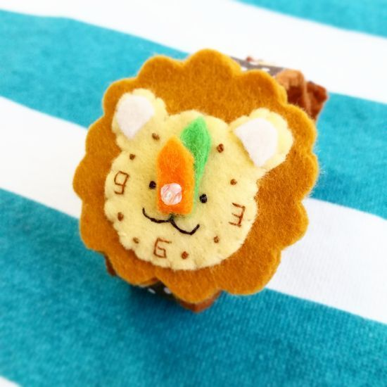 ハンドメイドマーケット minne(ミンネ)| 人気★フェルトのどうぶつ腕時計【ライオン】