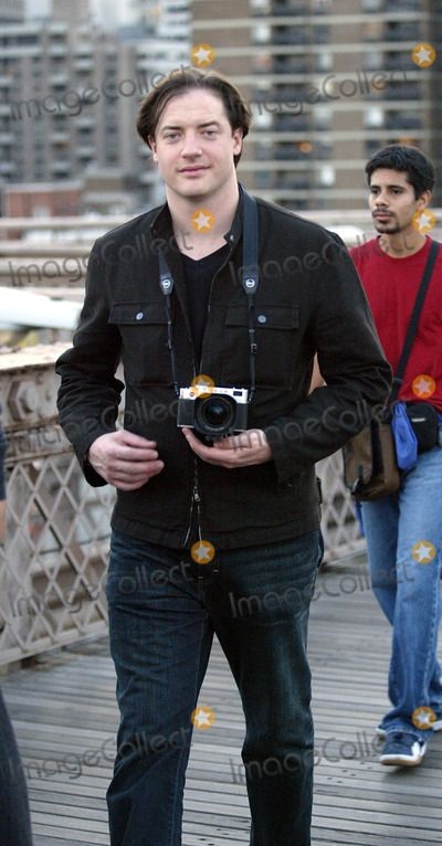 Brendan Fraser Photo - Brendan Fraser spotted on a sight-seeing spree in New York with his point-and-shoot Leica photo camera. New York, August 8, 2004.