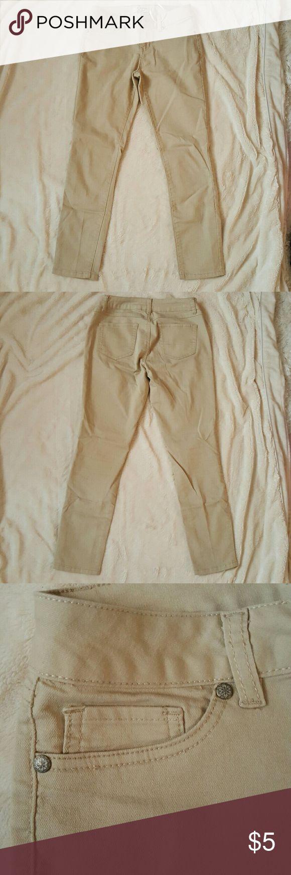Skinny khaki pants Lightweight, thin, stretchy skinny khaki pants. 70% cotton/28% polyester/2% spandex Pants Skinny