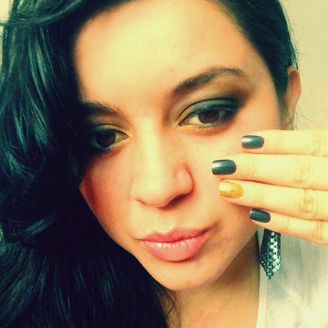 Maquillaje negro-dorado
