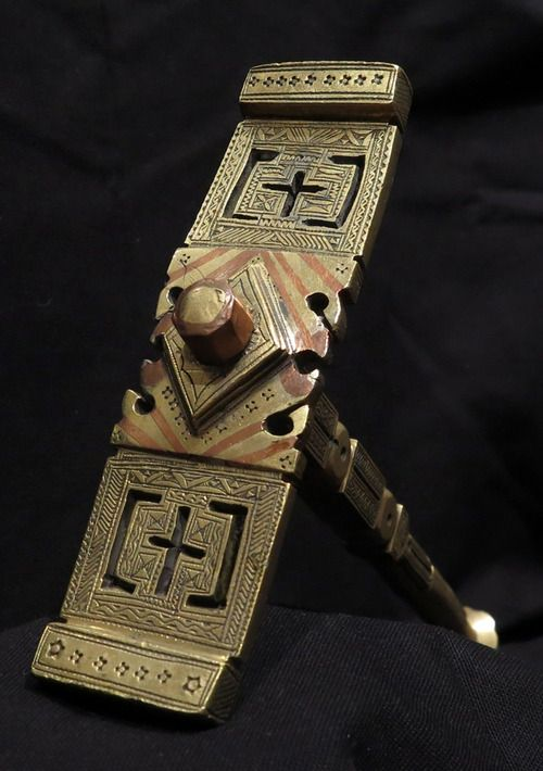 Africa | Hammer from the Tuareg people of Niger | Mid 20th century | Bronze, copper decoration | These hammers are used by the Tuareg to break blocks of sugar.
