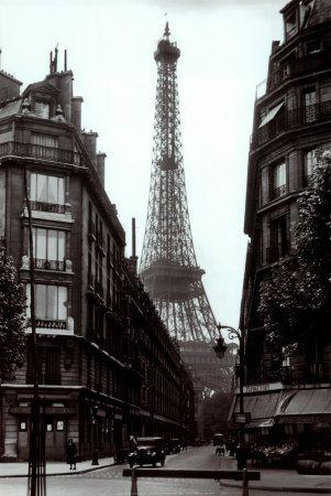 Paris street circa 1925