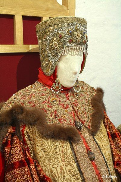 "pre-1700 Russian costume for noble women from russian movie 'Raskol' (meaning ""split"")"