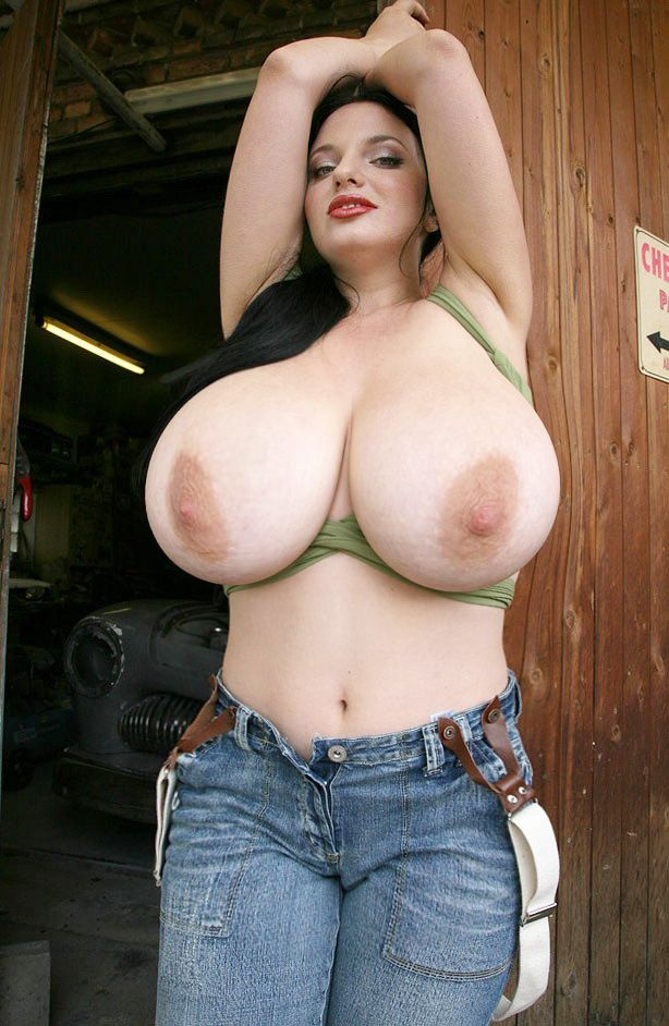 huge natural breasted women