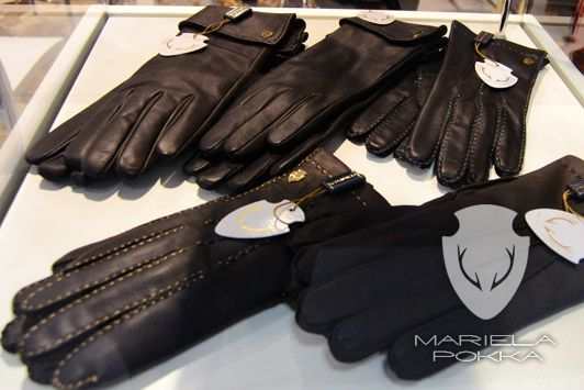 Mariela Pokka accessories - gloves made of unique reindeer leather