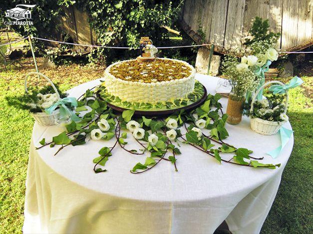 Torta nuziale country chic con scaglie di frutta secca