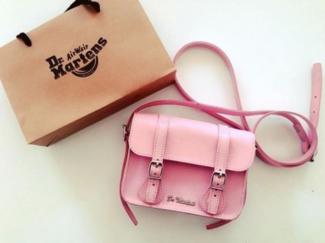 "The Bubblegum Virginia 7"" Leather Satchel. Shared by misskwakk."