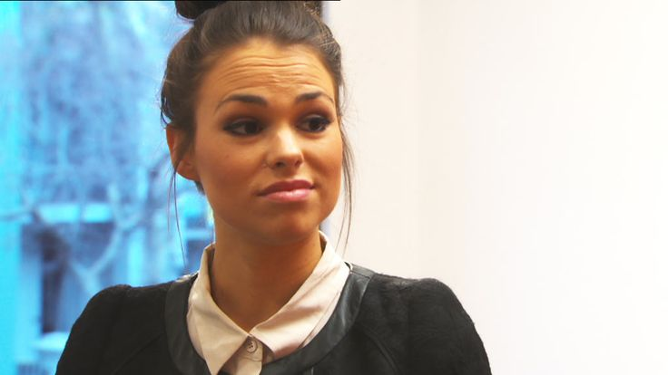 Dani's not impressed by the art gallery! Get behind the scenes here: http://tenplay.com.au/channel-ten/the-bachelor/photos/episode-10-behind-the-scenes