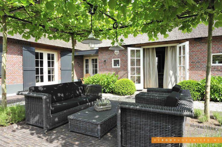 Tuin inspiratie De Rooy Hoveniers landelijke tuin boerderij tuin dakbomen Dussen