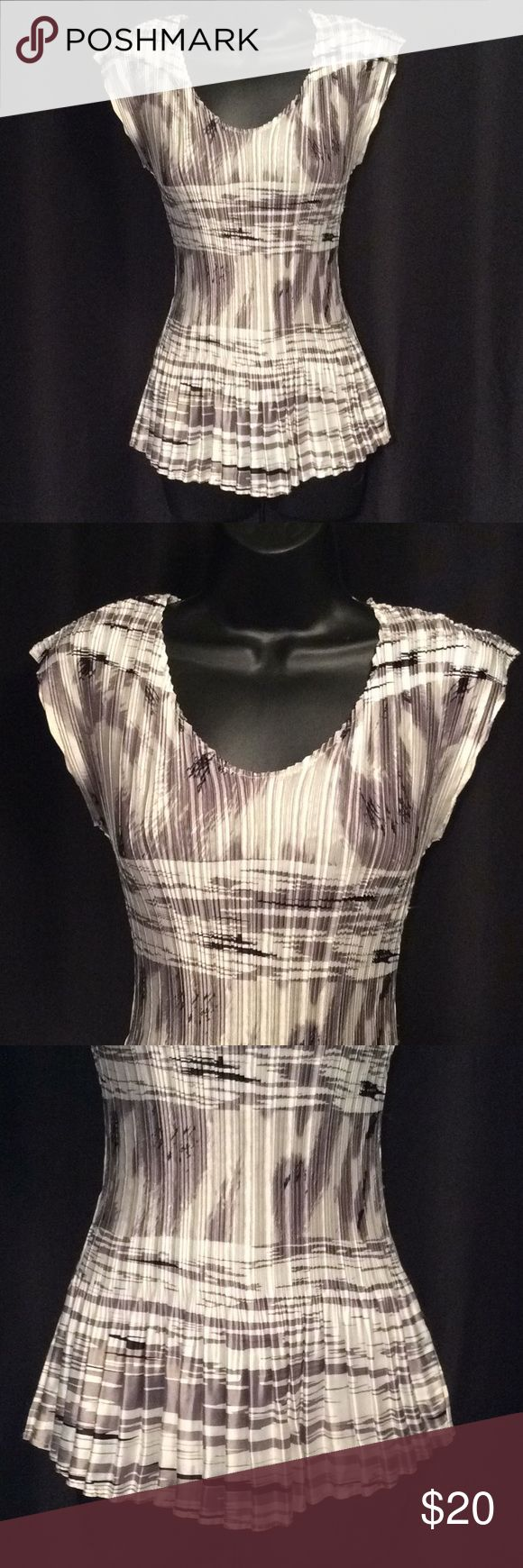 """Sz S Milano Gray Black & Silver Short Sleeve Top Beautiful pleated waistline for slimming look, Soft comfy fabric Armpit to armpit up to 18"""" Length from shoulder to hem 24"""" Waist up to 36"""" Milano Tops"""