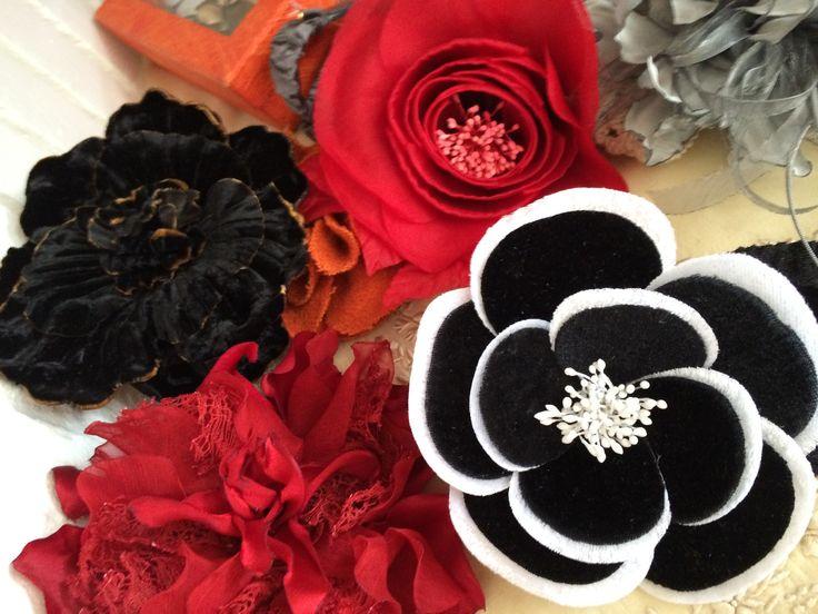 #inspiración#ElenaUrrutia#flores#rojas#negras#grises