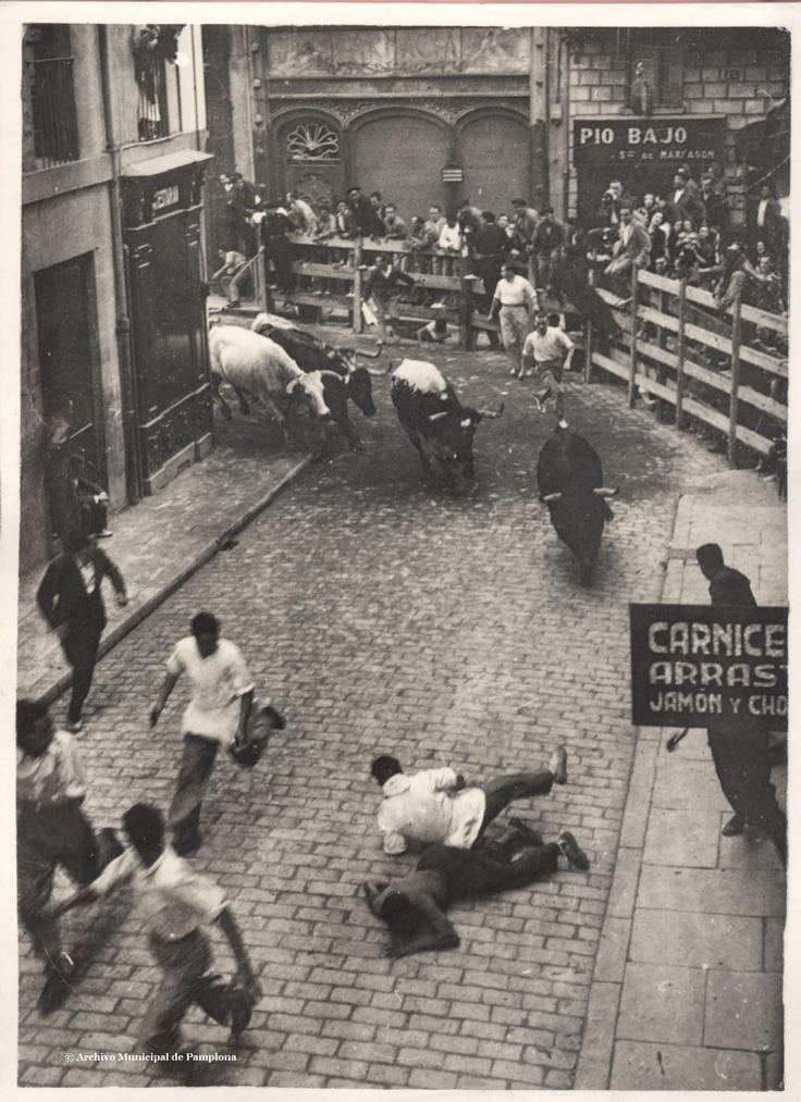 Encierro 1932 :: Running of the bulls (Rupérez) #Sanfermines #Pamplona