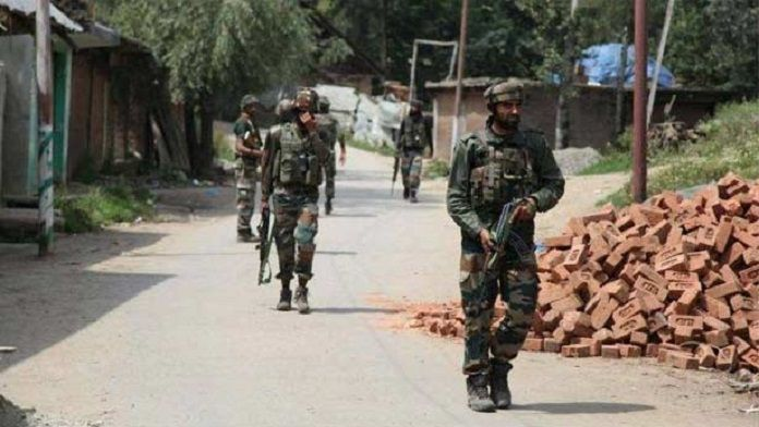 4 Policemen Abducted Jammu Kashmir Shopian Today India News In