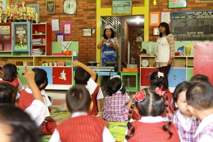 Kindergarten cooking class