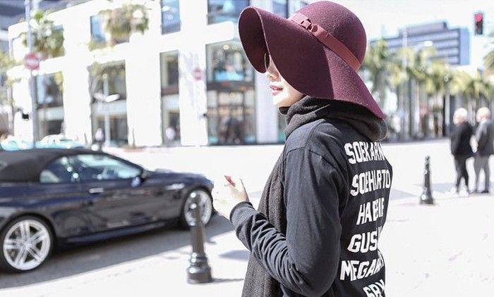Gaya Hijab Zaskia Sungkar Saat Traveling Ke Amerika