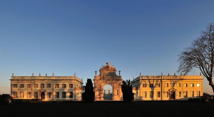 Além da carga literária, o Palácio de Seteais faz parte integrante da história da misteriosa vila encantada.