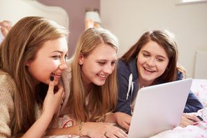 Social Media Use in Teens Linked to Poor Sleep, Anxiety