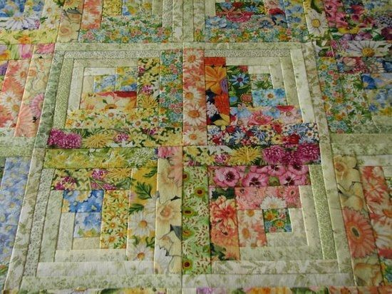 Quilting may be about sewing but it is also a lot about having an eye for color, pattern and texture.  This is lovely.