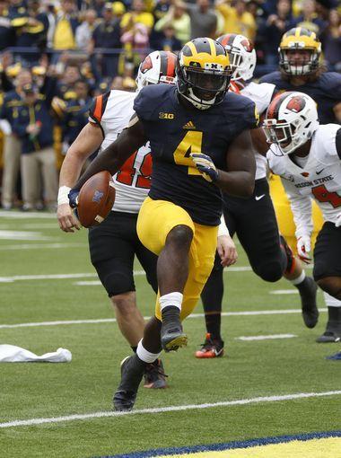 Michigan's De'Veon Smith RB runs into the end zone