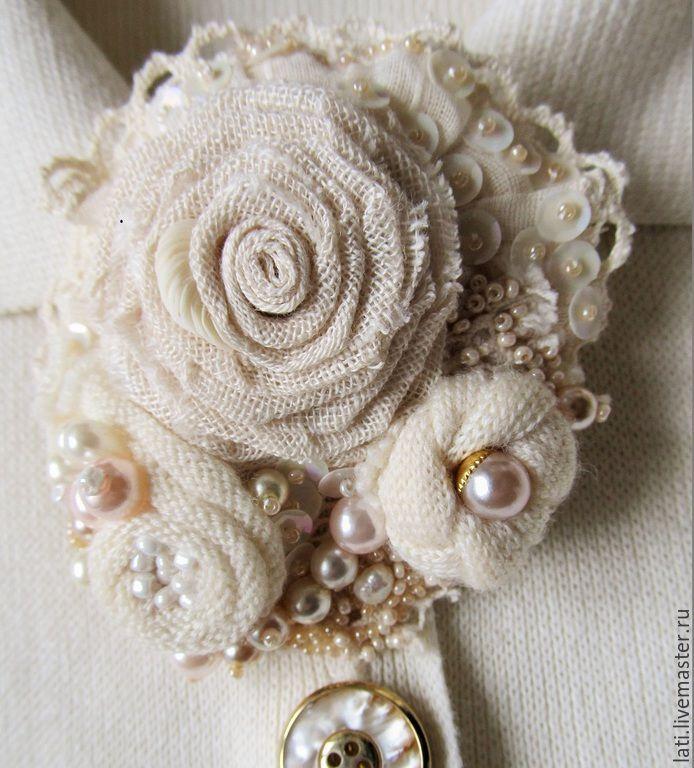 """Купить Брошь """"Сокровища русалки"""" - брошь, брошь-цветок, брошь из ткани, брошь роза, белый"""